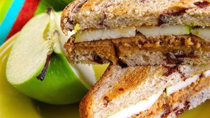 Sweet 'n Creamy Peanut Butter Apple Sandwich