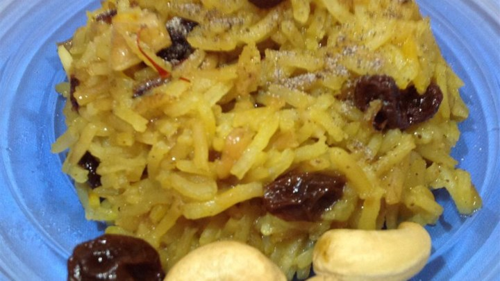 Saffron Rice with Raisins and Cashews