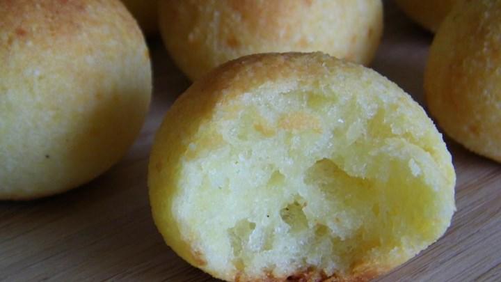 Brazilian Cheese Rolls (Pao de Queijo)