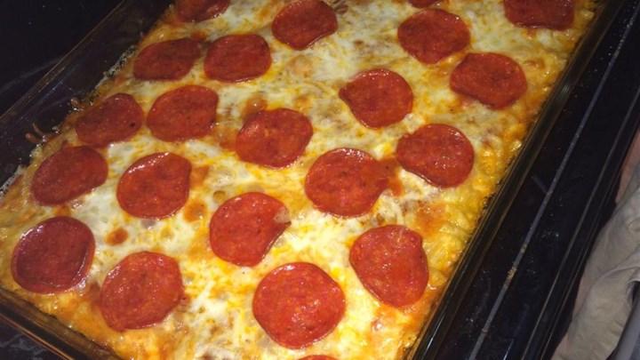 Macaroni and Cheese Pizza Bake