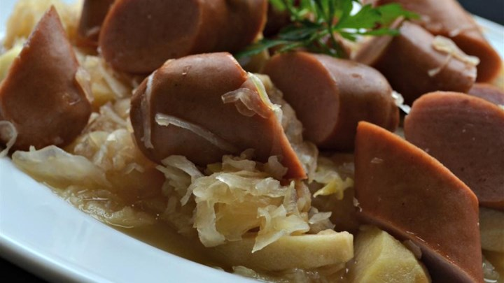 Slow Cooker Knockwurst with Sauerkraut and Apples