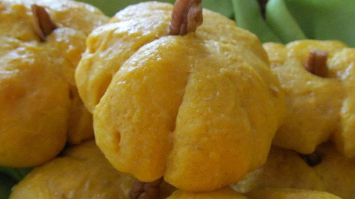 Mom's Pumpkin Rolls