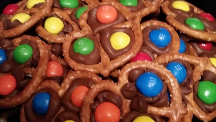 Chocolate Pretzel Treats