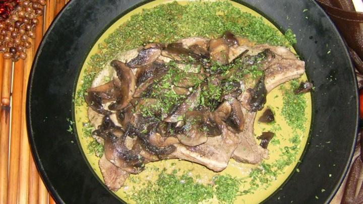 Pork Chops with Burgundy Mushroom Sauce