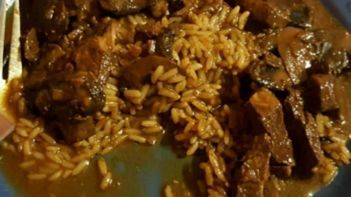 Beef Tips and Merlot Gravy with Beef and Onion Rice