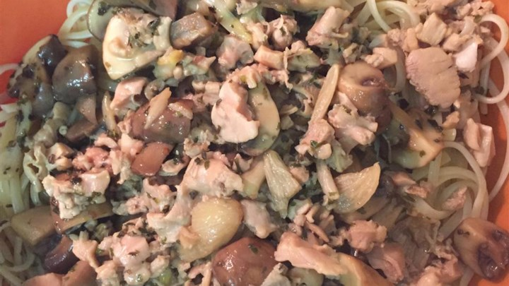 Linguine with Clam Sauce and Baby Portobello Mushrooms
