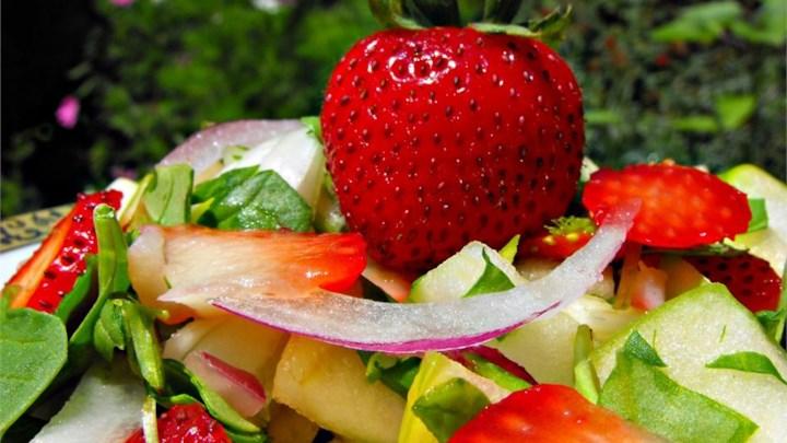 Spring Strawberry Spinach Salad