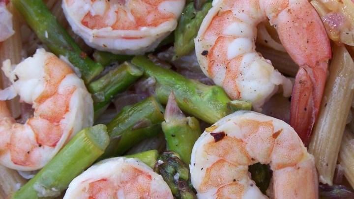 Elegant Penne with Asparagus and Shrimp
