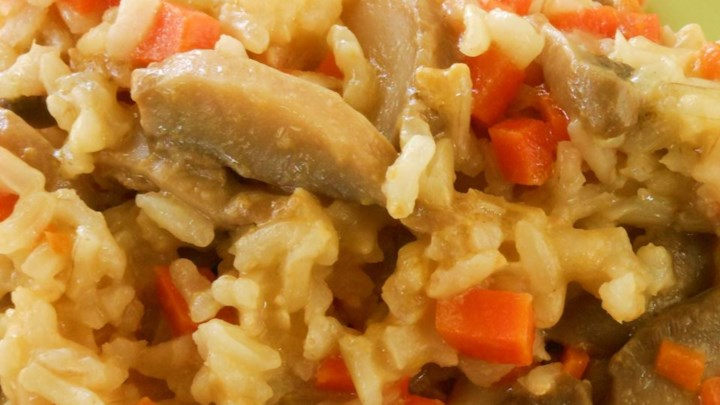 Oven Brown Rice with Carrots and Mushrooms