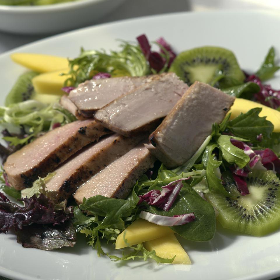 Fresh Tuna Salad with Tropical Fruits