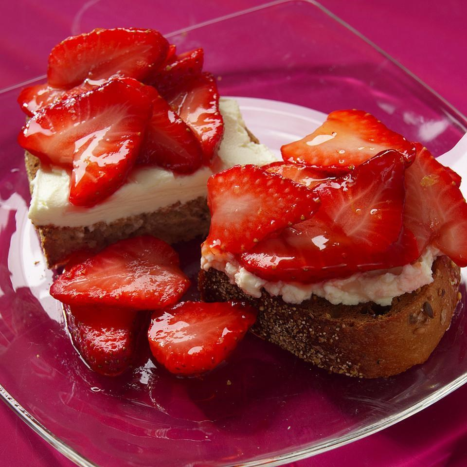 Acropolis strawberry patch cake recipe