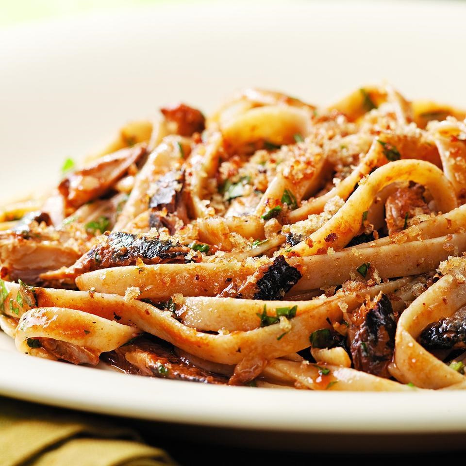 6 Dishes Health Nuts Order At Olive Garden: Lemon-Garlic Sardine Fettuccine Recipe