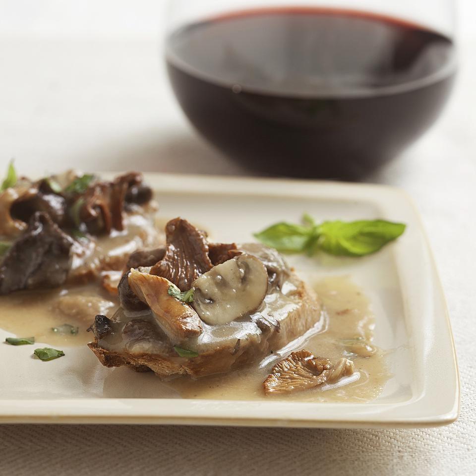 Creamy Wild Mushroom Toast Points