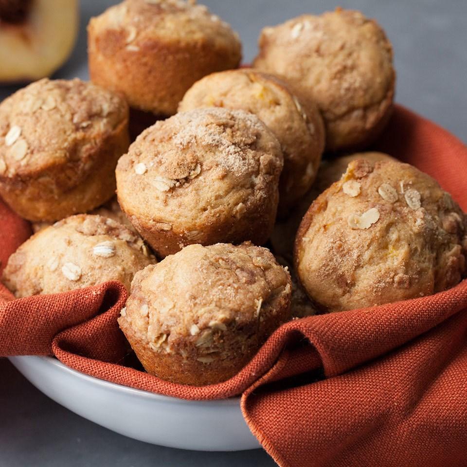 Gluten-Free Peach Crumble Muffins