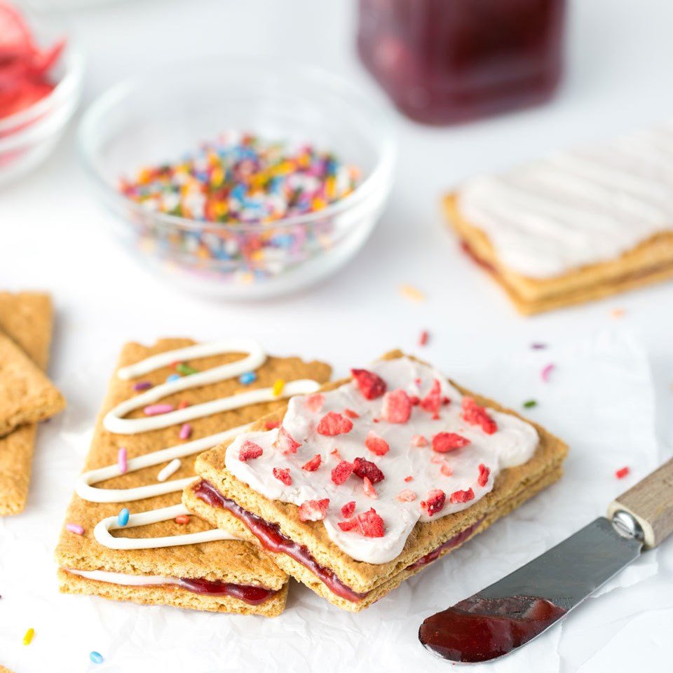 "Healthier ""Toaster Pastry"" Graham Cracker Sandwich"