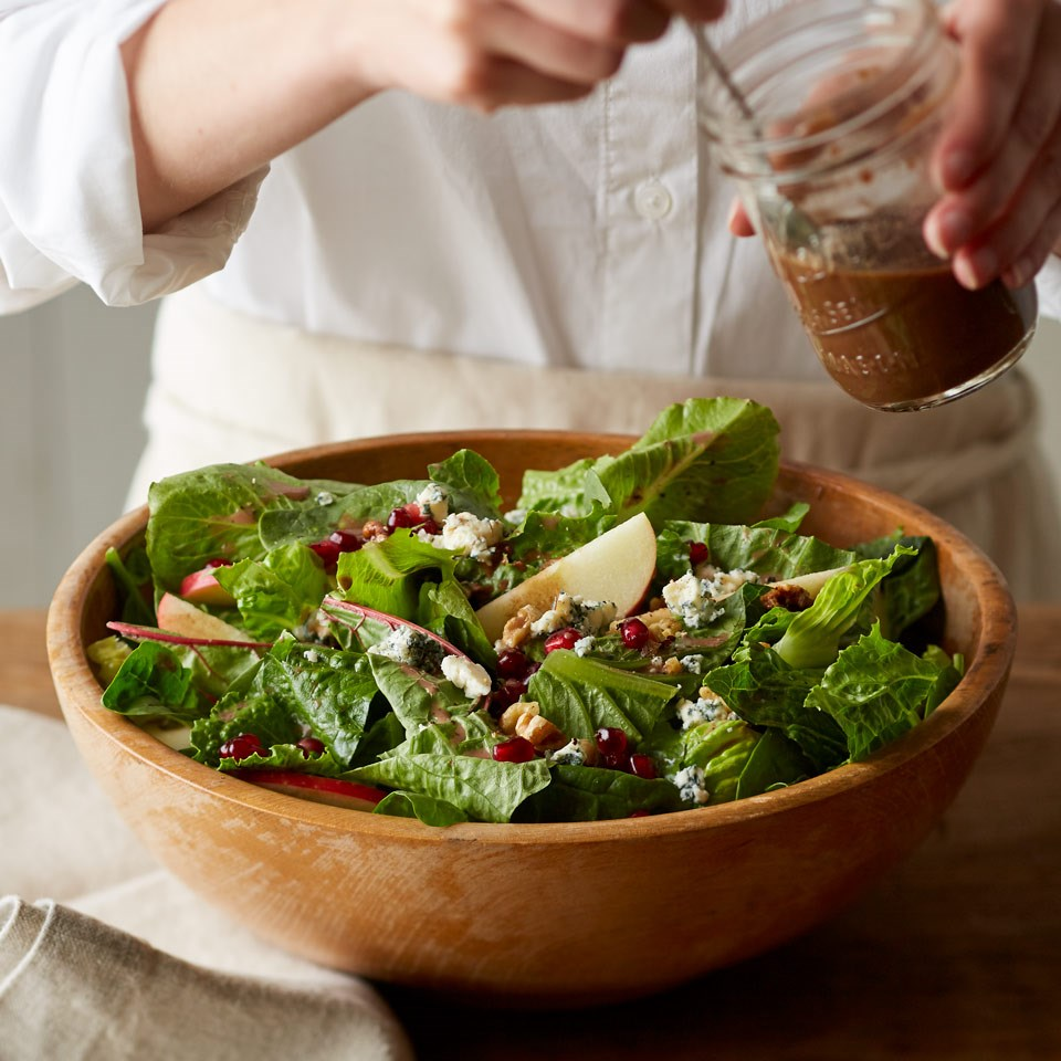 How to Make Balsamic Berry Vinaigrette Winter Salad