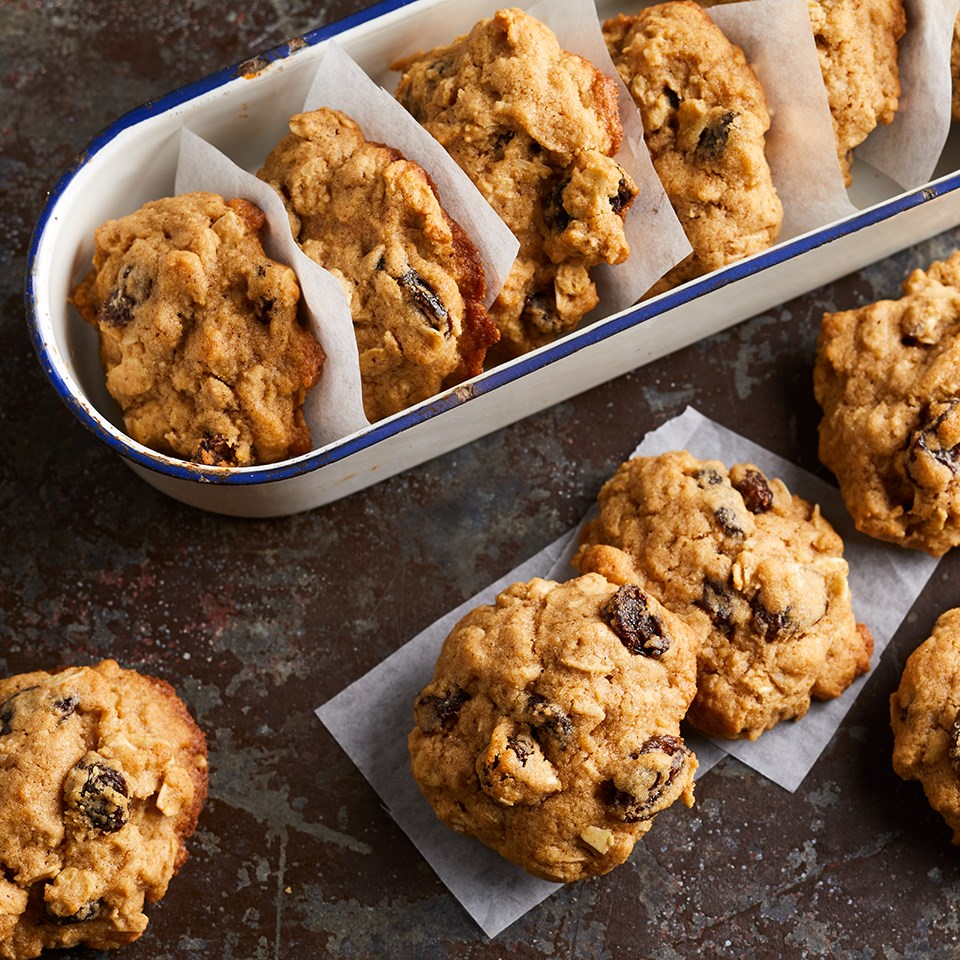 Cinnamon-Raisin Oatmeal Cookies Recipe - EatingWell