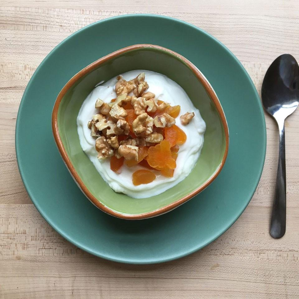 greek yogurt with fruit and nuts