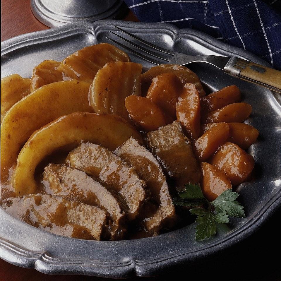 Beef Roast with Tomato-Wine Gravy