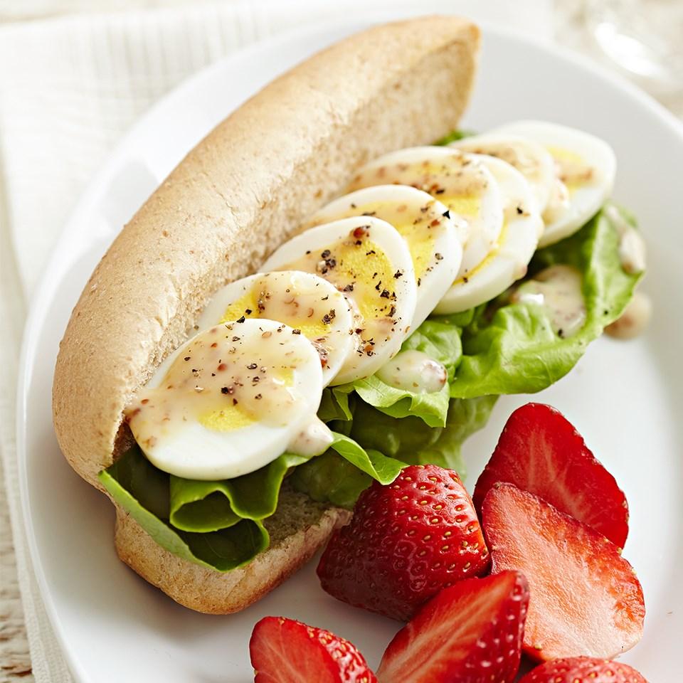 Honey-Mustard-Egg Salad Buns