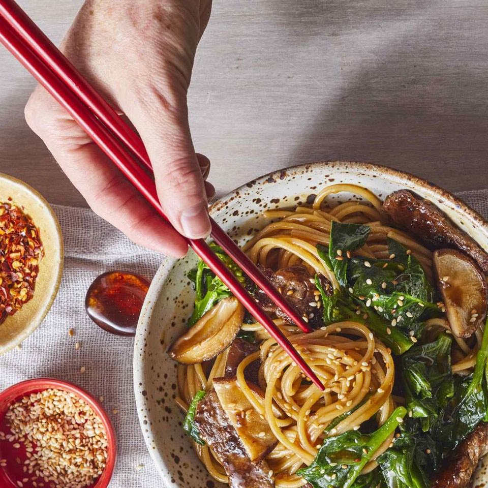 Long-Life Noodles with Beef & Chinese Broccoli