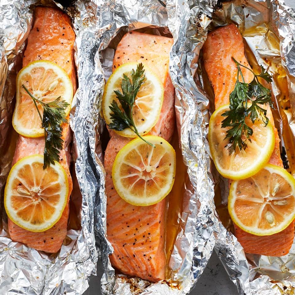 Grilled Lemon-Pepper Salmon in Foil