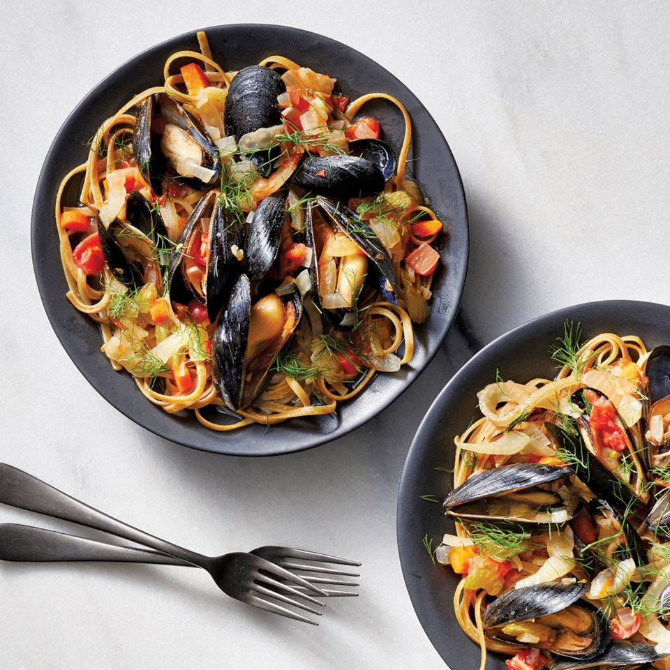 Slow-Cooker Spicy Mussels in Tomato-Fennel Ragu Recipe