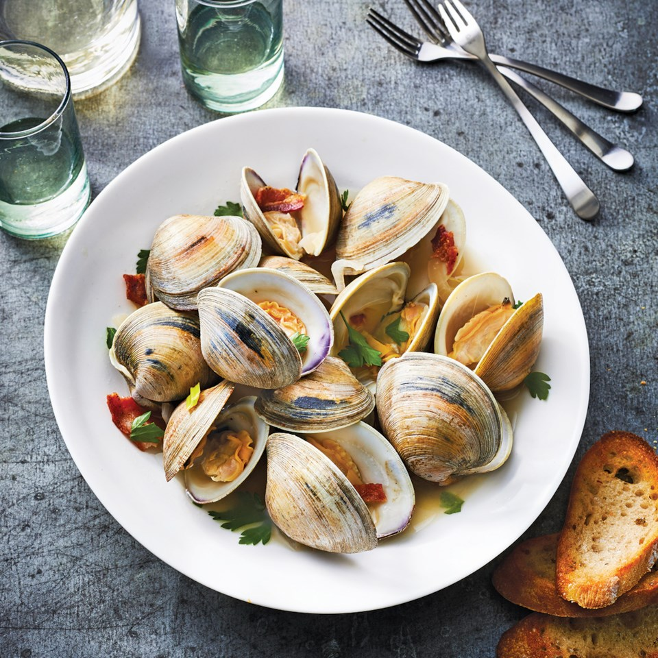 Slow-Cooker Clams with Bacon, Leeks & White Wine Recipe