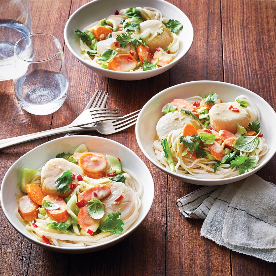 Slow-Cooker Green Curry Scallops & Vegetables