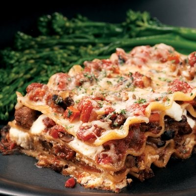 what you get at olive garden lasagna classico 850 calories 47 grams fat 25 grams saturated fat and 2830 mg sodium per serving - Olive Garden Calories