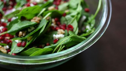 tips tricks spinach pomegranate salad
