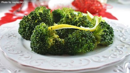 Broccoli recipes allrecipes tips tricks broccoli with lemon butter sauce forumfinder Choice Image