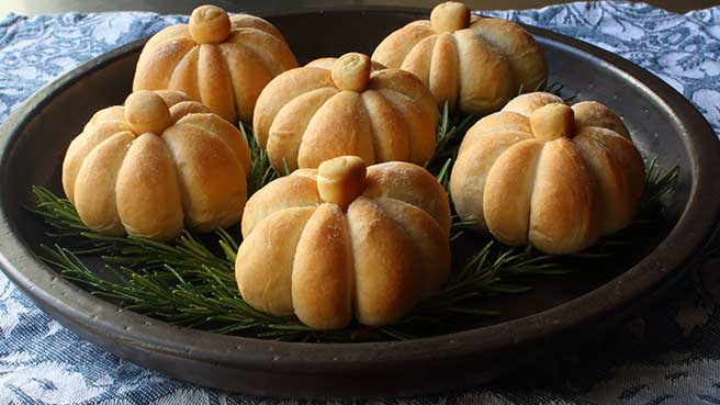 Pumpkin-Shaped Dinner Rolls