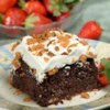 Chocolate Butterfinger-Caramel Cake Recipe - Chocolate Butterfinger-Caramel Cake will bring smiles to the face of the birthday boy or girl. This is also great for entertaining.