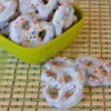 White Chocolate Covered Pretzels Recipe - Easy recipe, and fun to do with the kids! Top some of the pretzels with chopped peanuts for a treat!