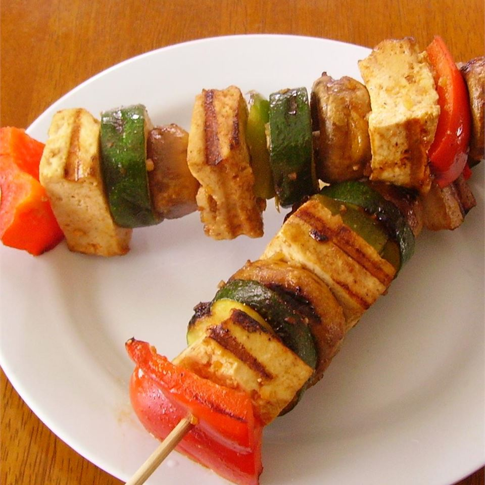 Grilled Tofu Skewers with Sriracha Sauce MOTTSBELA