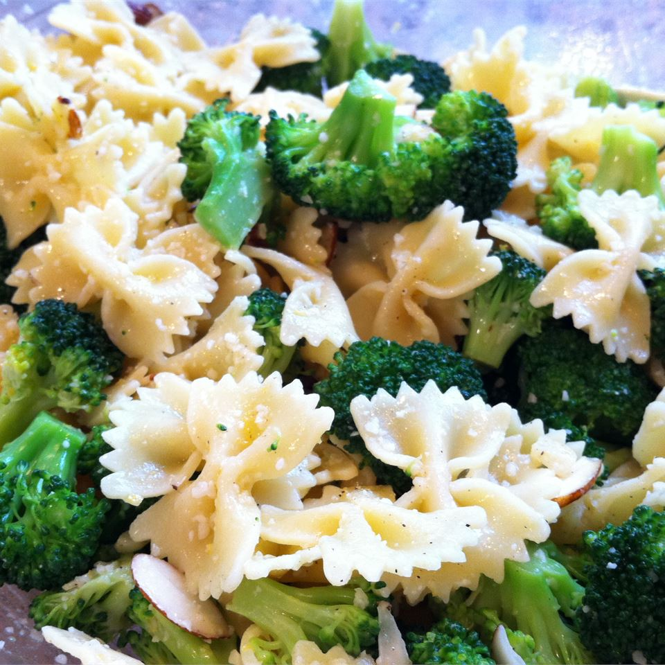 Bow Tie Pasta with Broccoli, Garlic, and Lemon Maryann D.