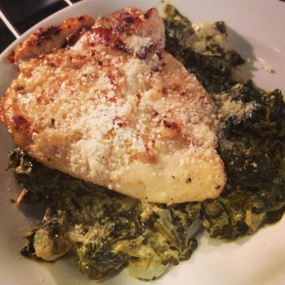 Baked Chicken Over Creamed Spinach Tera