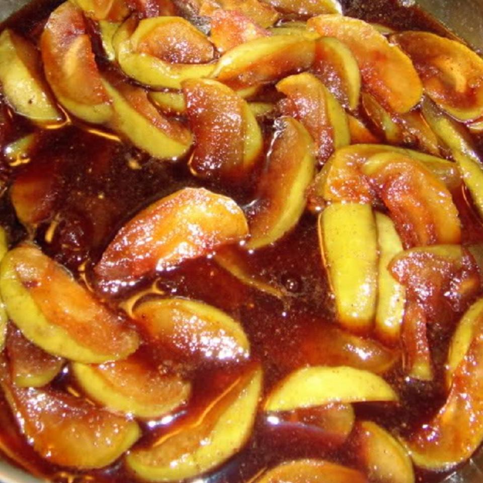 Copycat Famous Dave's(R) Drunken Rum Apples