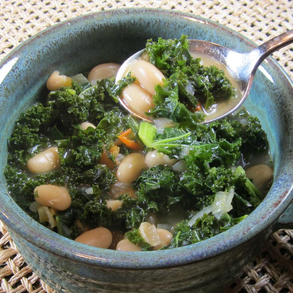 Simple and Delicious Kale Soup Heidirs