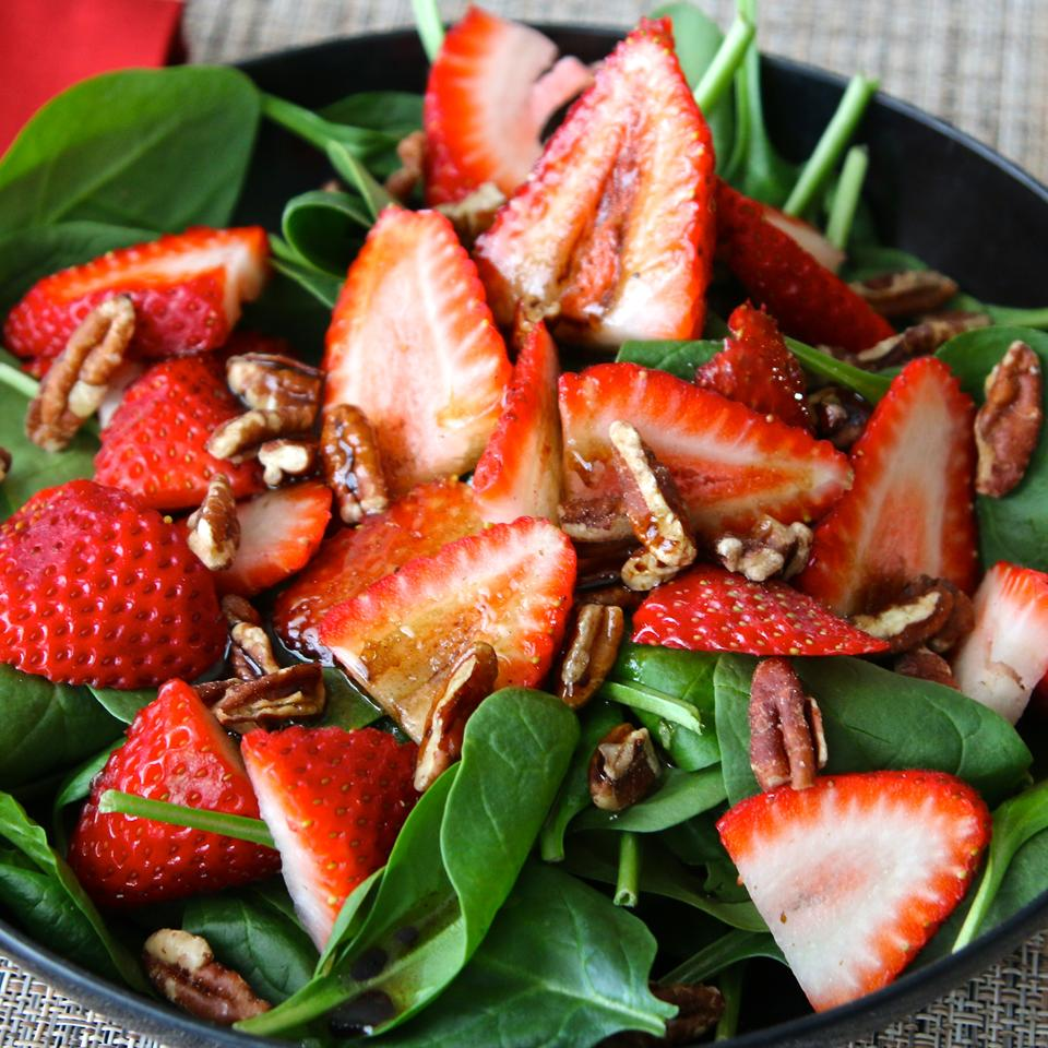 Strawberry and Spinach Salad with Honey Balsamic Vinaigrette_image