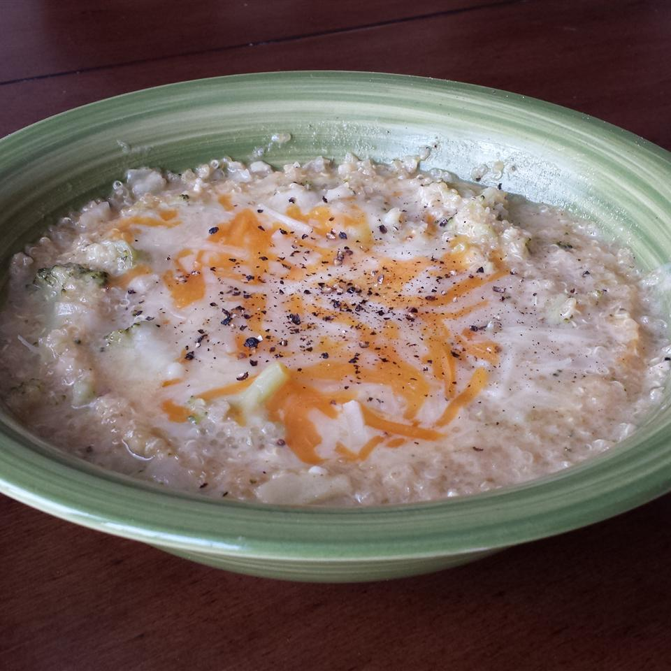 Easy Broccoli Quinoa Soup mrs.embee