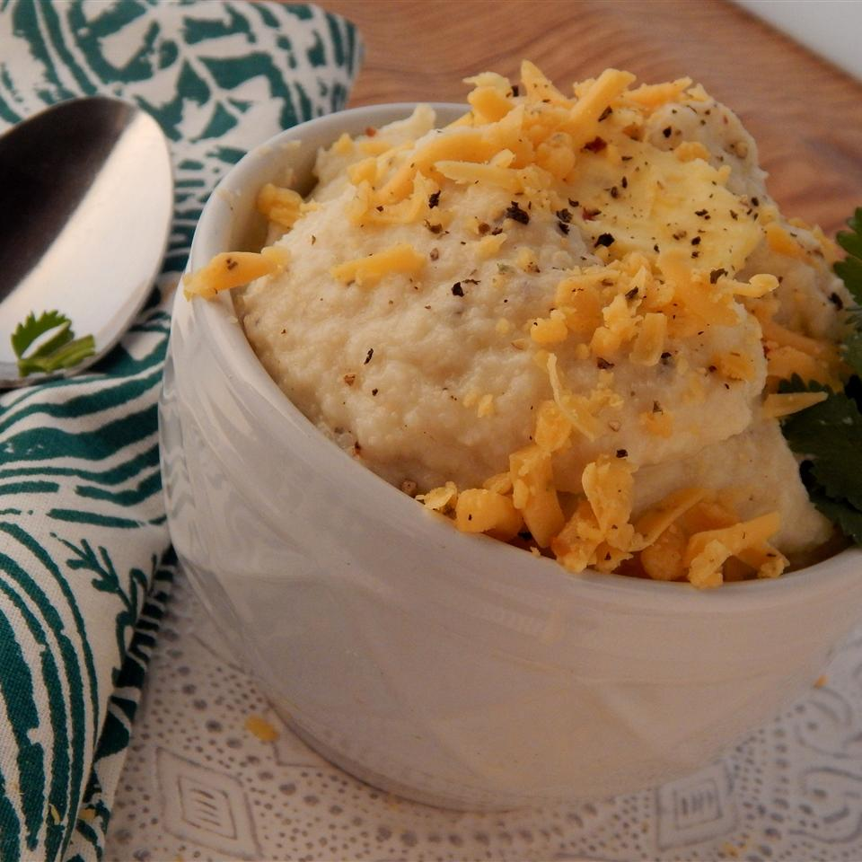 Low Carb Cheddar and Garlic Cauliflower Mash
