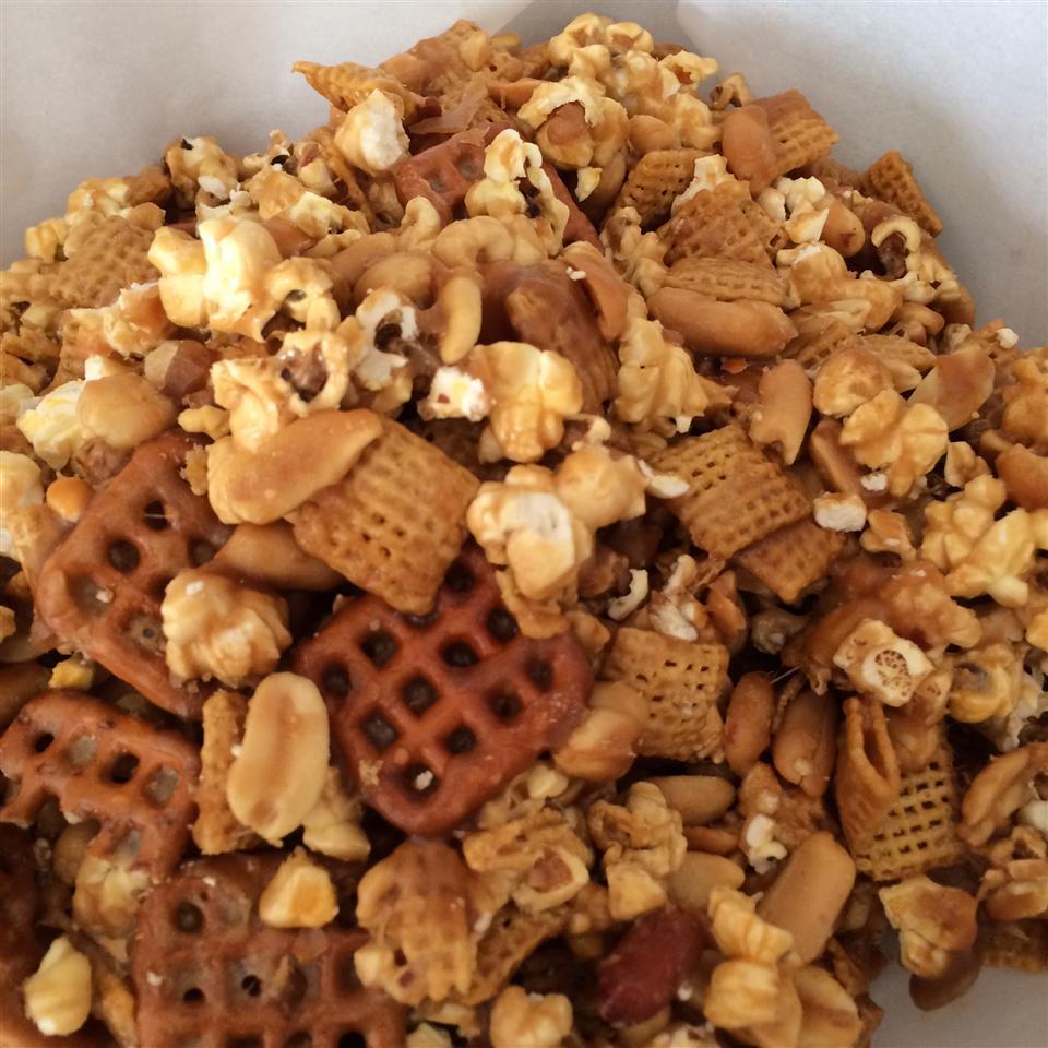 Caramel Corn Snack Mix ckuss