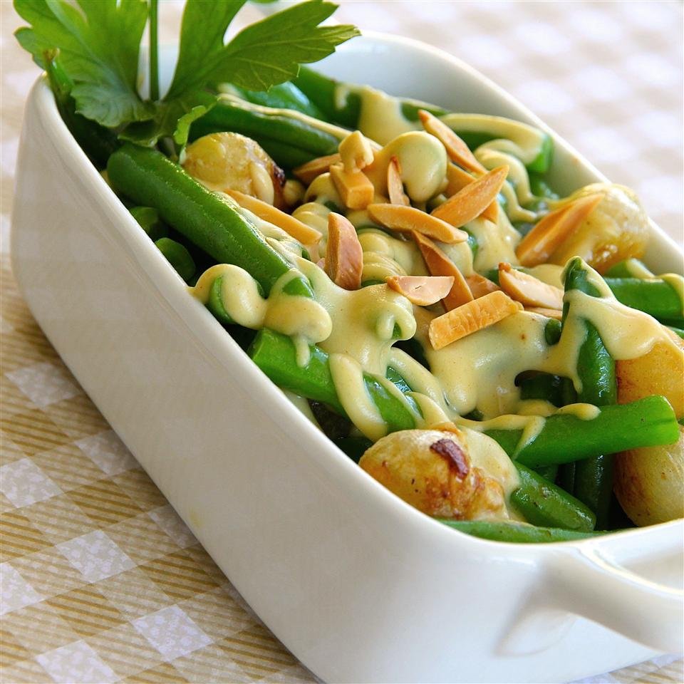Green Beans With Mustard Cream Sauce and Toasted Almonds