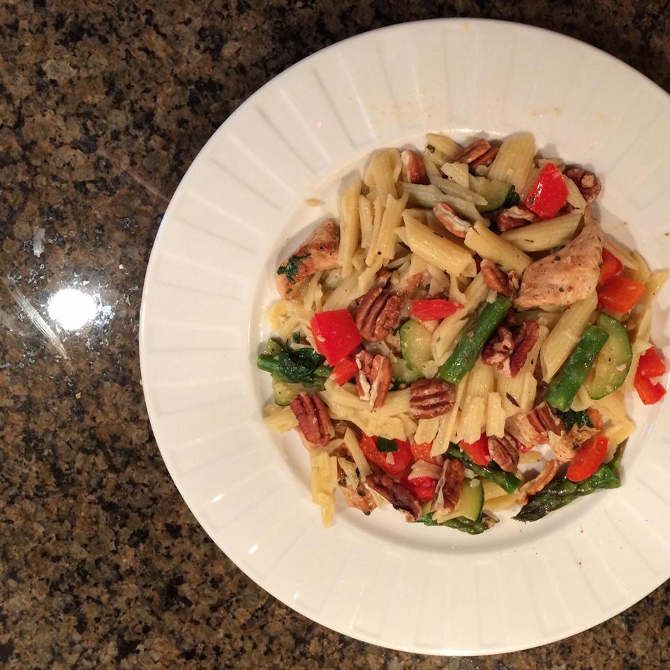 Asparagus, Chicken, and Pecan Pasta Julie Ledford
