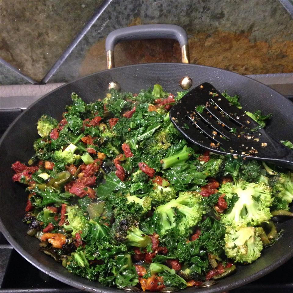 Stir-Fried Kale and Broccoli Florets