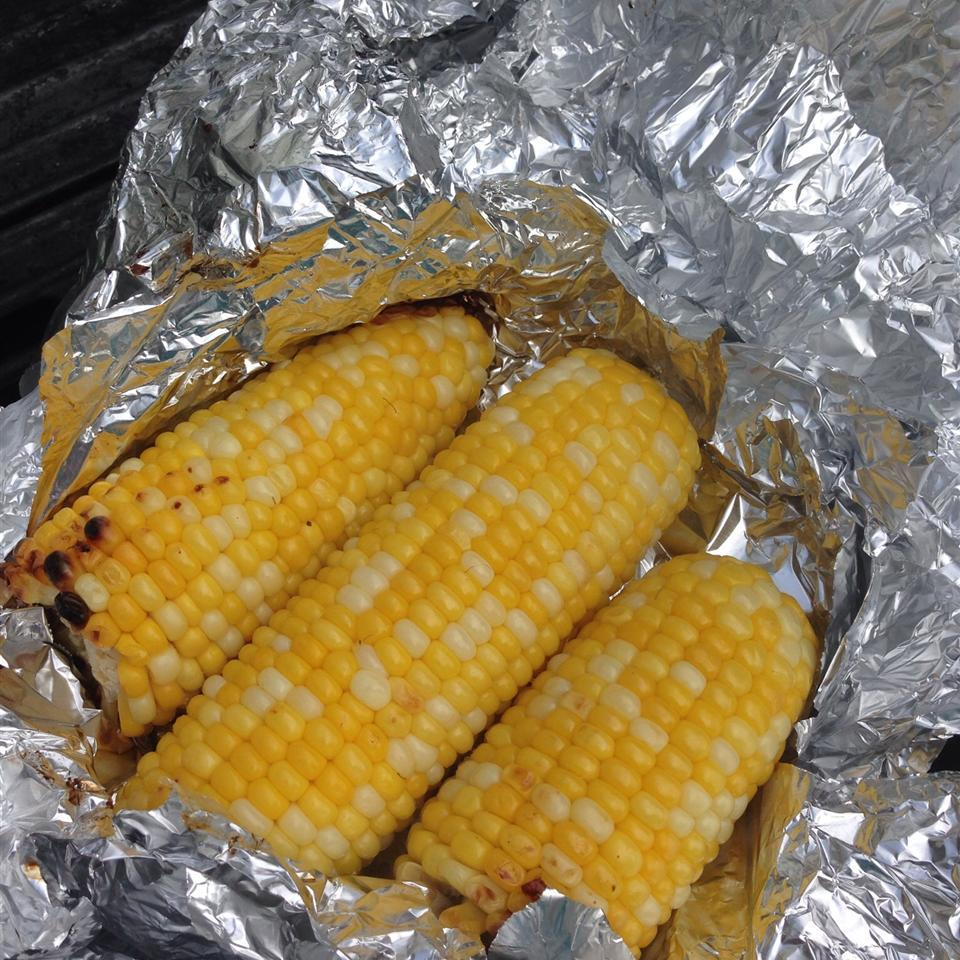 Juicy Grilled Corn On The Cob sanzoe