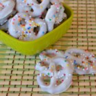 White Chocolate Covered Pretzels - Easy recipe, and fun to do with the kids! Top some of the pretzels with chopped peanuts for a treat!