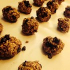 T's Peanut Butter Balls - These crunchy, chocolaty peanut butter balls are filled with oats, flax seeds, hemp seeds, and are sweetened with a bit of agave nectar. Perfect as a quick energy snack.